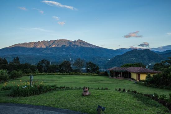 Los Establos Boutique Hotel: View of the Barú Volcano