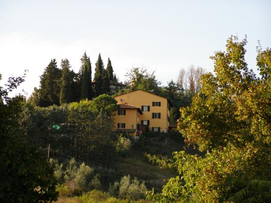 La Pieve Albergo Ristorante: Hotel from the valley
