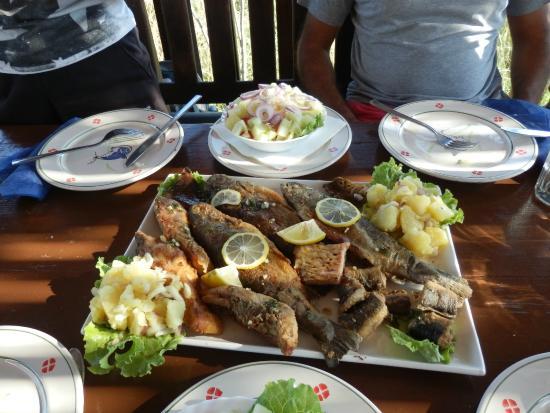 Restaurant Silistria: Skadar Lake fish platter