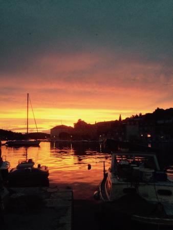 Milna, Croacia: Dinner and sunset :)
