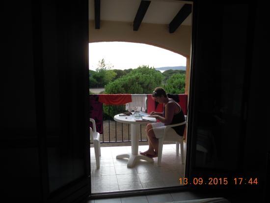 Les Lentisques: Vue de la chambre vers la terrasse