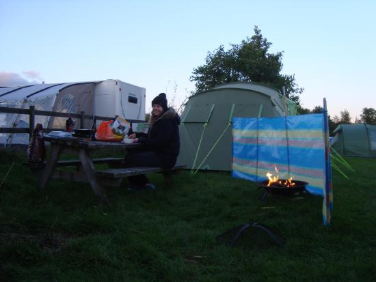 Shallow Grange Farm Campsite : warming fire