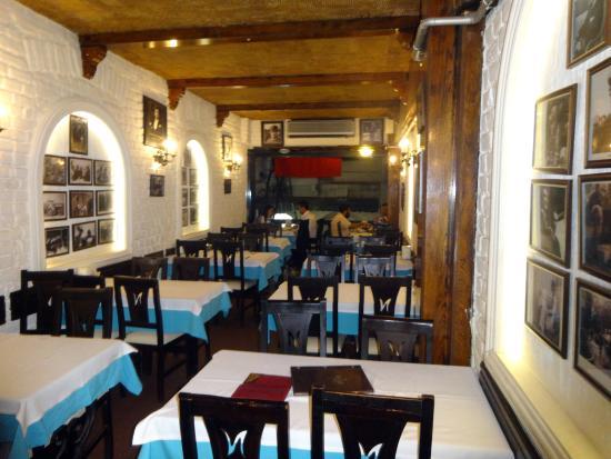Nevizade Restaurant: The upper floor, looking towards the balcony