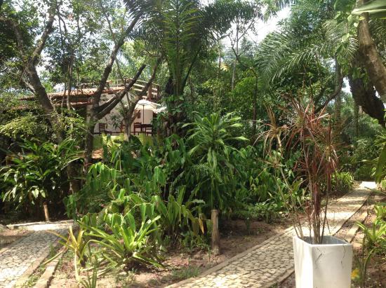 Casa Mestica : Jardim e mirante ao fundo