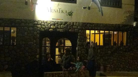 Munay Tika Hotel: llegada de noche al hotel