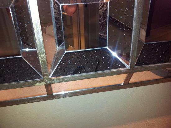 Hotel Swiss Moraira: Polvo en espejo