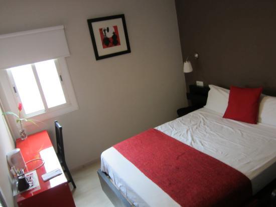 BruStar Gotic Hotel: Bedroom (booked Brustar Gotic, got Brustar Centric)