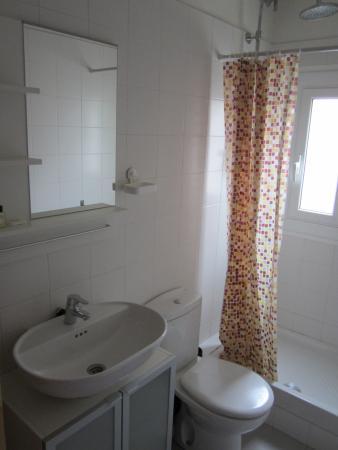 BruStar Gotic Hotel: Bathroom (booked Brustar Gotic, got Brustar Centric)