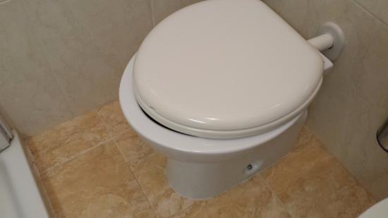 Hotel Oliver: Il WC e l'asse...ristretto