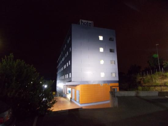 B&B Hotel Barcelona Mollet : Early in the morning to go to the train station