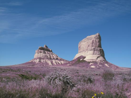 Courthouse and Jail Rocks: Two Oregon Trail Monuments