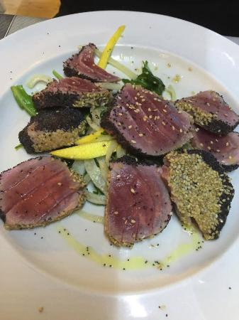 tuna with sesame and poppy seeds crust