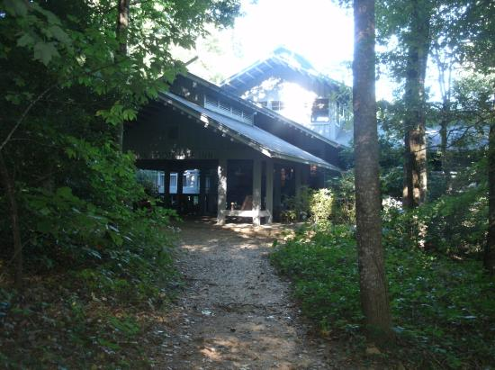 Dawsonville, Georgien: Hotel from the trail