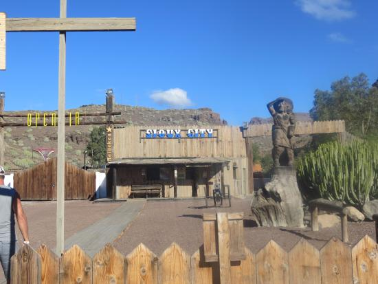 photo0.jpg - Picture of Sioux City Park, San Bartolome de Tirajana - TripAdvisor