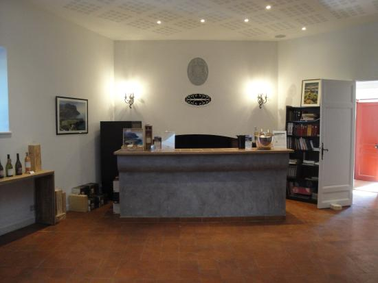 Clos Sainte Magdeleine: Tasting room