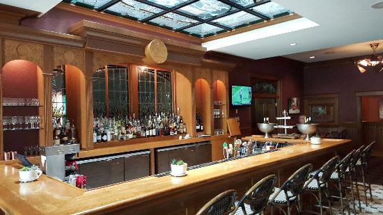 NOLA North Grille: Bar area