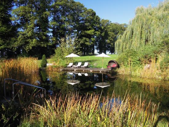 Muensing, Alemania: Many wonderful little areas to sit and relax on the property.