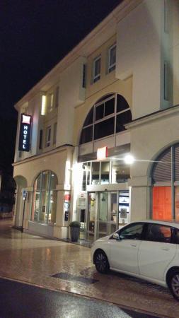 Ibis Poitiers Centre : Ocupa uma quadra