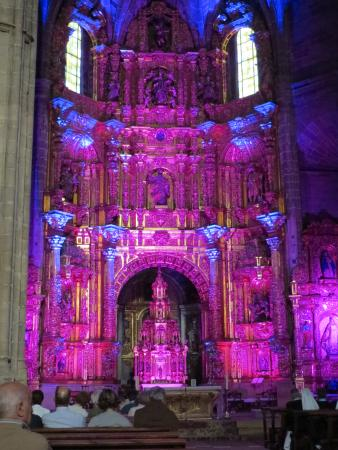 Iglesia de Santo Tomás: Verlicht altaar