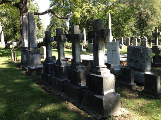 Boyce, VA: Crosses mark a family plot