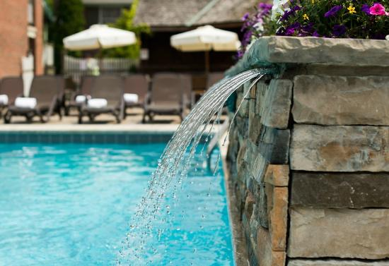 100 Fountain Spa: Outdoor Pool