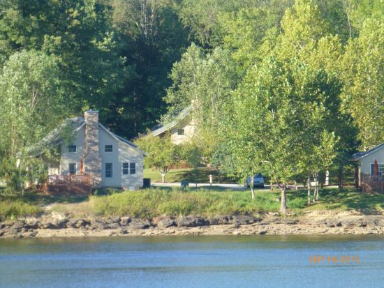 Roanoke, เวสต์เวอร์จิเนีย: Stonewall Resort cottages on Stonewall Jackson Lake
