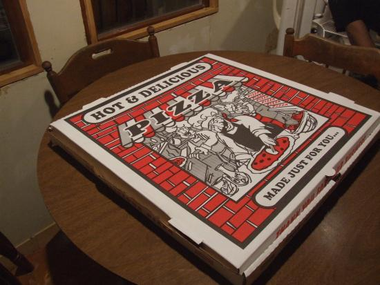 Ravenna, MI: Hot, fresh, huge pizza. We ate leftovers all weekend.