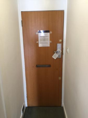 Presidential  Apartments : tatty door with broken lock