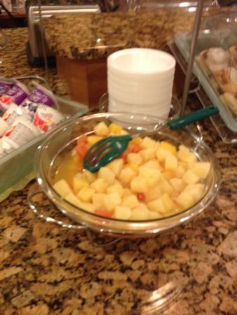 Clarion Suites: Breakfast - Canned Fruit