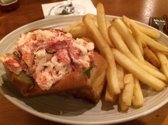 The Chatham Wayside Inn: Lobster roll!