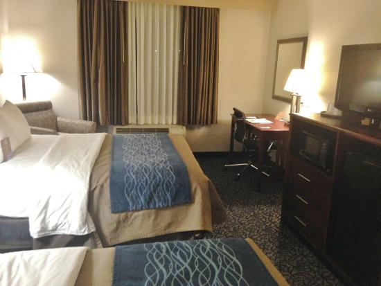 Holiday Inn Express & Suites Philadelphia - Mt. Laurel: Comfy beds, lots of room