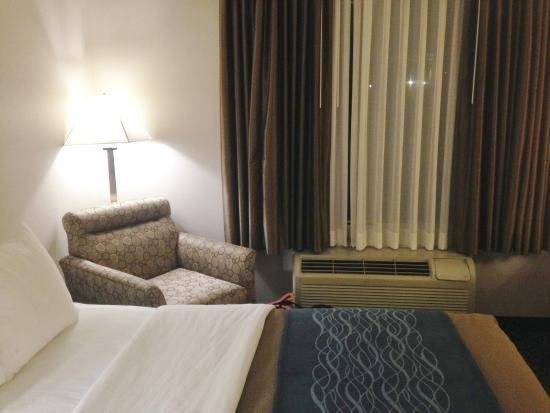 Holiday Inn Express & Suites Philadelphia - Mt. Laurel: Comfy corner to read in