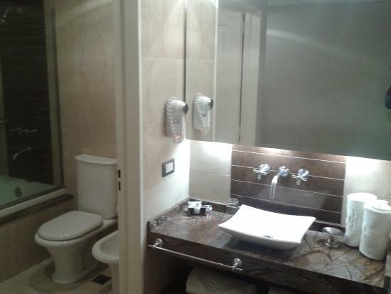 Howard Johnson Hotel Boutique Recoleta : baño