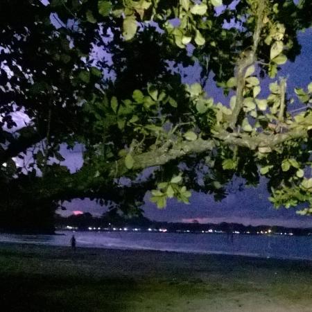 Batu Karas Beach: Pantai pada malam hari