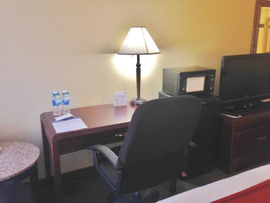Holiday Inn Express Hotel & Suites Charlottetown: Desk