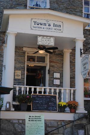 The Town's Inn: Town's Inn Tavern