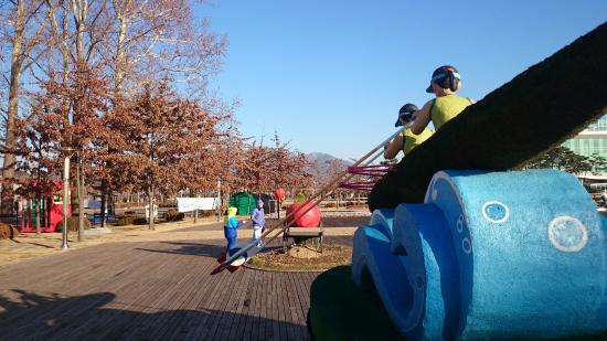 Chungju, Zuid-Korea: много инсталляций и детских площадок