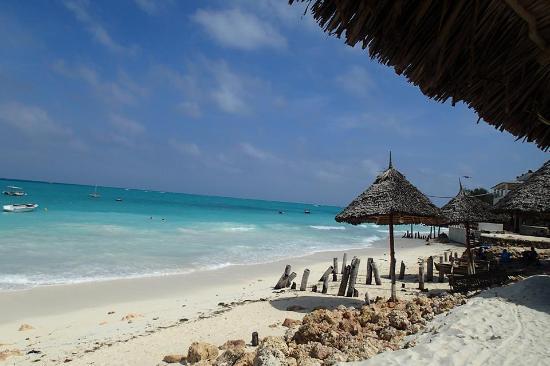 Loca Restaurant Nungwi Zanzibar: vista desde afuera hacia el oceano