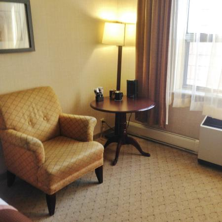 The Lord Nelson Hotel & Suites: Dining/seating area