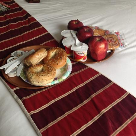 Alpine Inn & Suites: One of our lovely breakfasts .