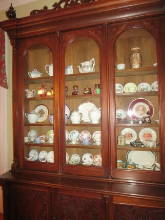 Spruceholme Inn: China cabinet in the dining room