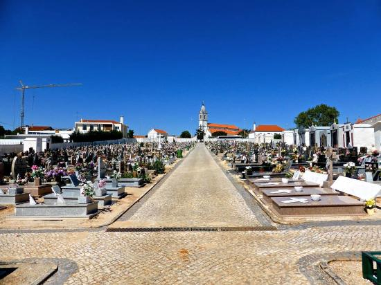 Fatima, Portekiz: Cemetery & church