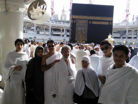 Grand Mosque: Performing Umrah (عمرہ).