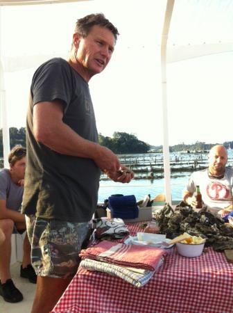 Mahurangi East, New Zealand: Andrew showing how to shuck an oyster