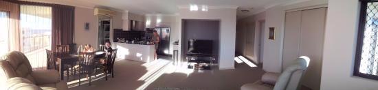 Mariners Resort: lounge kitchen