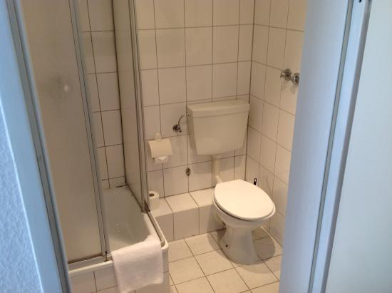 Hotel Zeil: Туалет в номере
