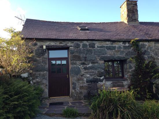 Tyddyn Iolyn Farmhouse Photo