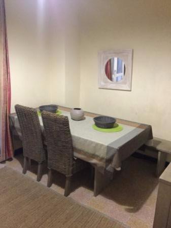 Vanille Hotel: living/dining room