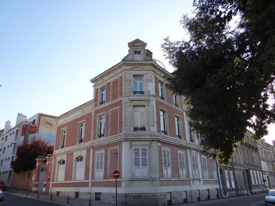 Fa ade arri re du cirque jules verne picture of maison for Amiens location maison