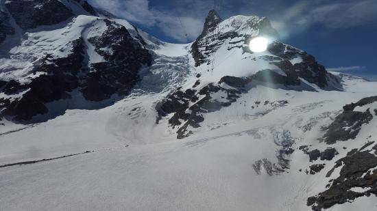kleines matterhorn bild von matterhorn glacier paradise zermatt tripadvisor. Black Bedroom Furniture Sets. Home Design Ideas